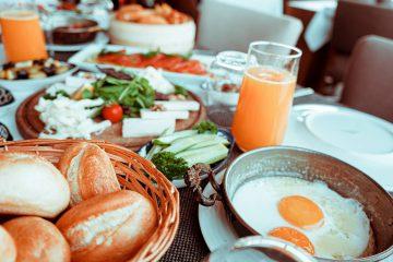 zdrowe śniadanie i soki